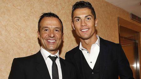 Su that Ronaldo ve MU, Liverpool kich bom tan - Anh 1
