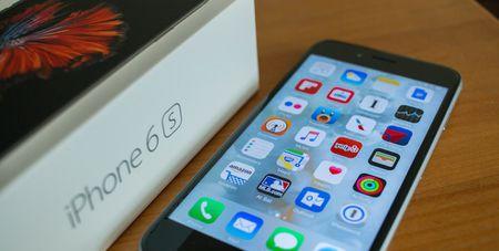 """Vi sao iPhone van la mot """"xa xi pham"""" tai An Do? - Anh 1"""