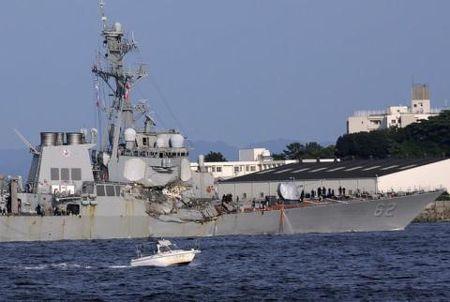 USS Fitzgerald lo diem yeu chet nguoi sau khi bi dam - Anh 1