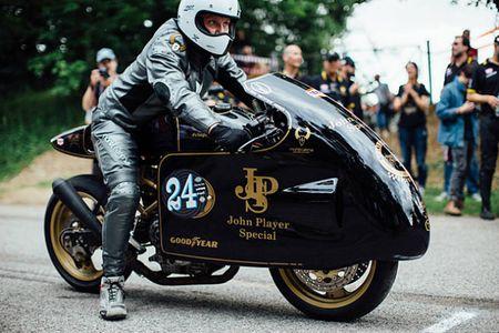 'Chet me' Ducati Monster ban do Meo san chuot - Anh 11