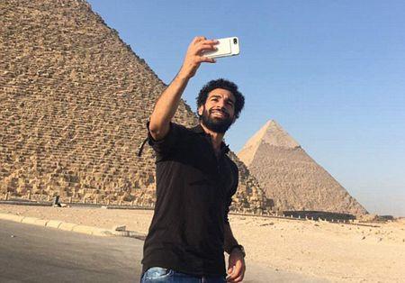 Mohamed Salah toi Liverpool kiem tra y te - Anh 1