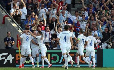 Sao Southampton dua U21 Anh tro ve tu coi chet - Anh 2