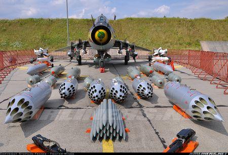My ban roi may bay Syria: Su-22 chua tung danh thang tren khong - Anh 14