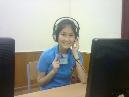 Nu sinh dan toc Kho Mu tot nghiep Dai hoc xuat sac - Anh 1