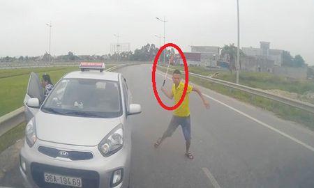 Tai xe taxi chay nguoc chieu vung tuyp sat doi danh nhau khi bi chan dau khai gi? - Anh 1