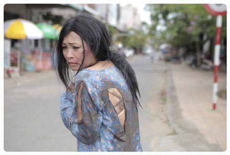Phuong Thanh dua nan bao hanh gia dinh len phim ngan - Anh 3