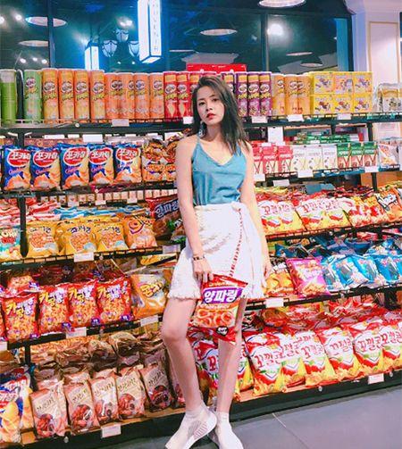 Street style ruc ro day mau sac cua sao, hot girl Viet tuan qua - Anh 10