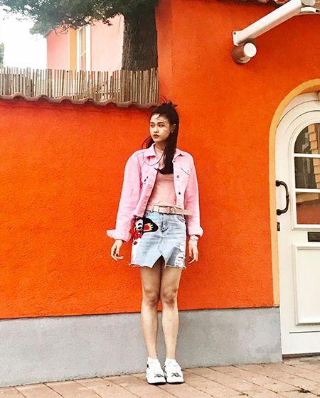 Street style ruc ro day mau sac cua sao, hot girl Viet tuan qua - Anh 2