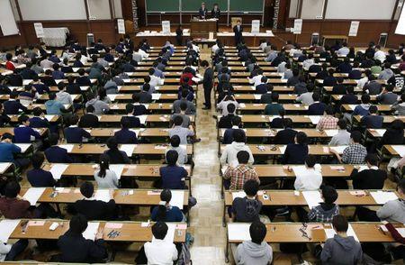 Giac mo Nhat Ban: Lao dong gia re boc trong chiec vo 'tu nghiep sinh' - Anh 2
