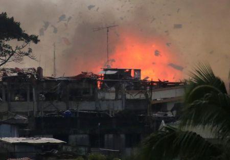 Philippines tong tan cong, hi vong 'don sach' khung bo tai Marawi - Anh 1
