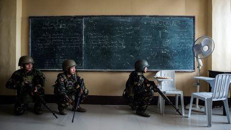 Philippines can nhac mua truc thang tan cong, vu khi thong minh cua Nga - Anh 2