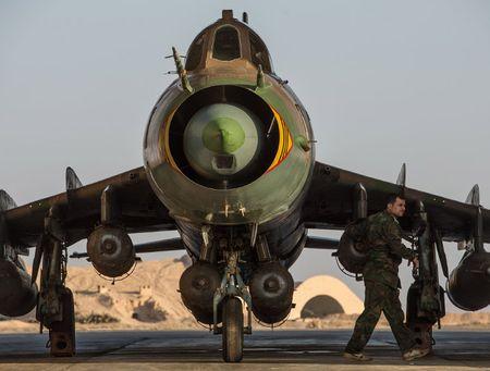 Nga duong S-400, san sang ban ha may bay My tren bau troi Syria - Anh 2