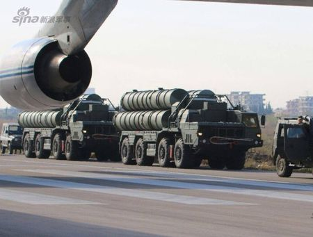 Nga duong S-400, san sang ban ha may bay My tren bau troi Syria - Anh 8