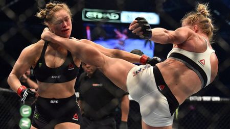 5 cuoc doi dau dang nho giua vo si quyen Anh va MMA - Anh 10
