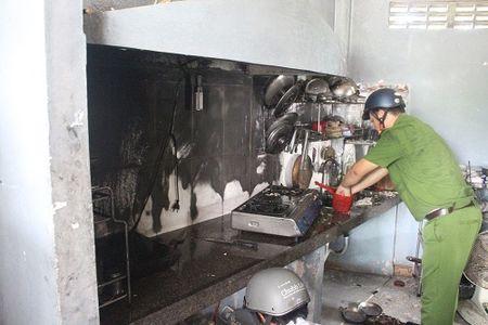 Da Nang: Chay cang tin truong Dai hoc Kien truc - Anh 1