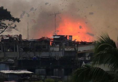 Philippines mo dot tan cong moi giai phong Marawi - Anh 1