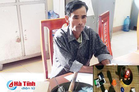 Lao nong bo ruong dong di buon ma tuy - Anh 1