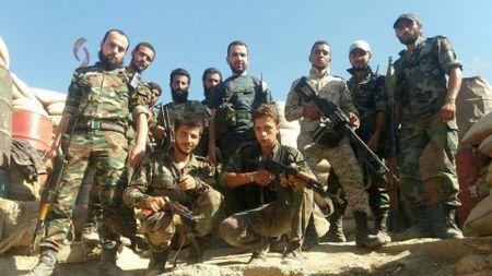 Quan doi Syria tung don tan cong moi nham vao IS - Anh 1