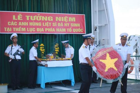 Thieng lieng phut tuong niem tren bien Truong Sa - Anh 1