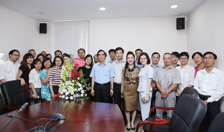 Thu truong Nguyen Van Trung chuc mung Bao Dau thau nhan dip 21/6 - Anh 3