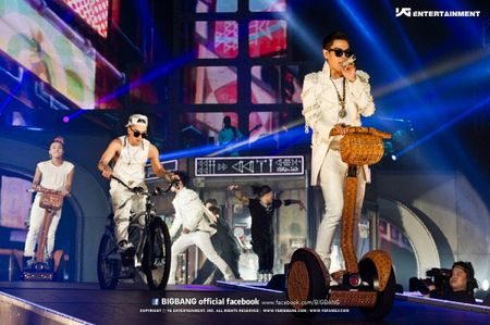Nhung khoanh khac chang the quen tu 3 'vi vua' di tour cua Kpop - Anh 38