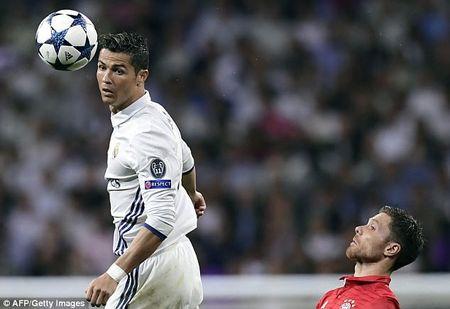 Chu tich Real thua nhan Ronaldo 'co nhung hanh vi rat la' - Anh 5