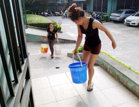 Duong ong nuoc song Da 2 cham, dan chau chuc xach nuoc - Anh 1