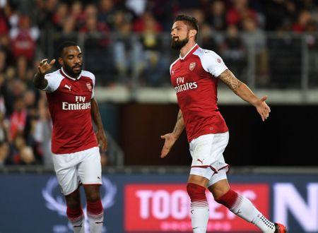 Lacazette tit ngoi, Arsenal van thang nhan tren dat Uc - Anh 2