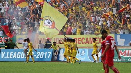 Cuu 'hot boy' Nam Dinh noi gi khi doi bong que huong tro lai V-League - Anh 2