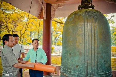 Xuc dong bo anh 'Tri an thang 7 mien Trung - Nhung chuyen di boi dap tam hon' - Anh 12