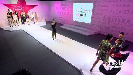 Vietnam's Next Top Model 2017 toi nay: Bung no mau thuan Nam Trung va Vo Hoang Yen - Anh 4