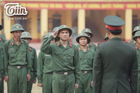 Khac Viet lan dau tiet lo ly do 'nhap ngu' va ky niem hanh quan kho quen - Anh 1