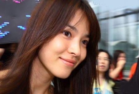 Song Hye Kyo - tu co gai mum mim toi bieu tuong nu tinh - Anh 6