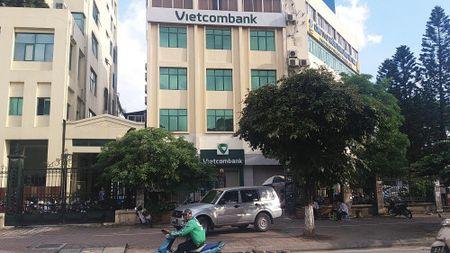 Ha Noi: khach hang au da nhau tai ngan hang Vietcombank - Anh 1