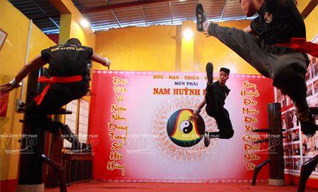 Huynh Tuan Kiet cu em trai tiep don cao thu Vinh Xuan - Anh 1