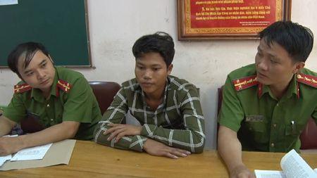 Bat doi tuong lua ban 2 phu nu sang Trung Quoc - Anh 1