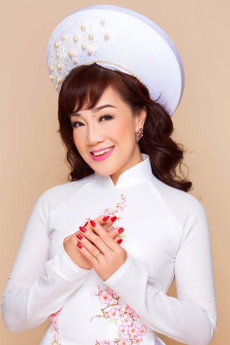 NSUT Phuong Hong Thuy dep lung linh trong ta ao dai cua NTK Minh Chau - Anh 1