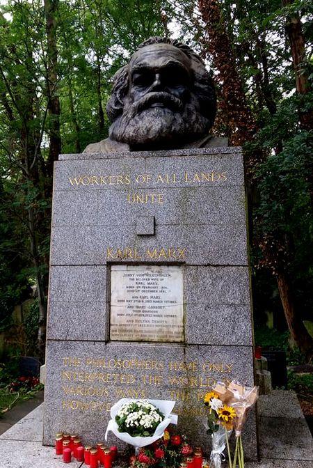 Tham mo Karl Marx o nghia trang Highgate, London - Anh 6