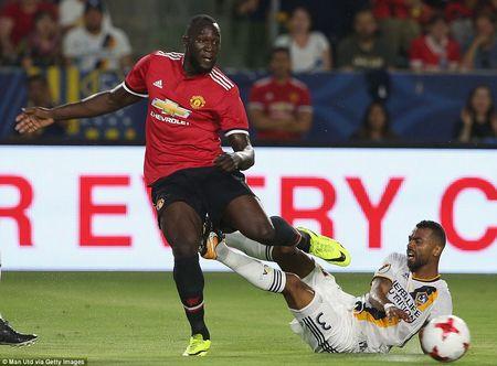 Can canh M.U vui dap LA Galaxy trong ngay ra mat Romelu Lukaku - Anh 1