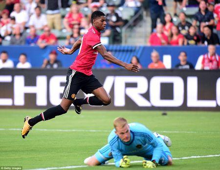 Can canh M.U vui dap LA Galaxy trong ngay ra mat Romelu Lukaku - Anh 2