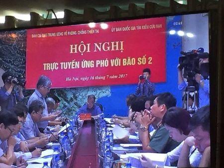 Ha Tinh: Keu goi tau thuyen vao noi neo dau an toan, nuoc song dang dang cao - Anh 2