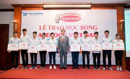 Acecook Viet Nam danh gan 700 trieu dong trao hoc bong cho sinh vien - Anh 1