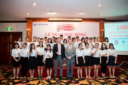 Acecook Viet Nam danh gan 700 trieu dong trao hoc bong cho sinh vien - Anh 2