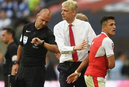 HLV Wenger nhan tin nan ni hoc tro o lai Arsenal - Anh 1