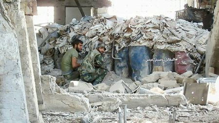 Quan doi Syria don dap tan cong huy diet phien quan dong Damascus - Anh 3