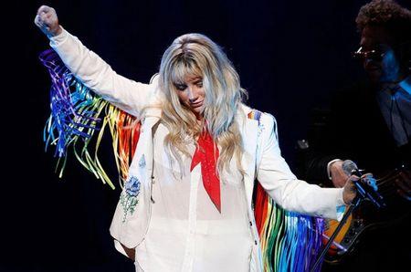 Nhin chang duong nay de thay fan US-UK can ung ho Kesha that nhieu, nhieu hon nua! - Anh 1