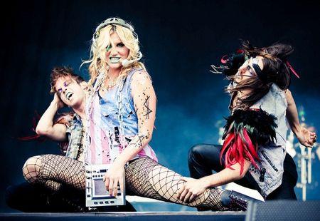 Nhin chang duong nay de thay fan US-UK can ung ho Kesha that nhieu, nhieu hon nua! - Anh 9