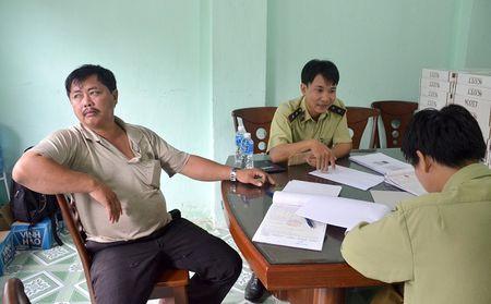 Binh Thuan: Bat giu vu van chuyen so luong lon thuoc la lau - Anh 1
