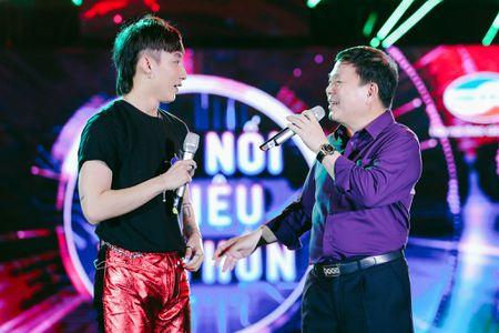 Son Tung va Pho Tong Giam doc Viettel lan dau song ca tren san khau - Anh 1