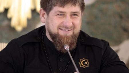 Nguoi dung dau Chechnya ran de My bang ten lua hat nhan - Anh 1